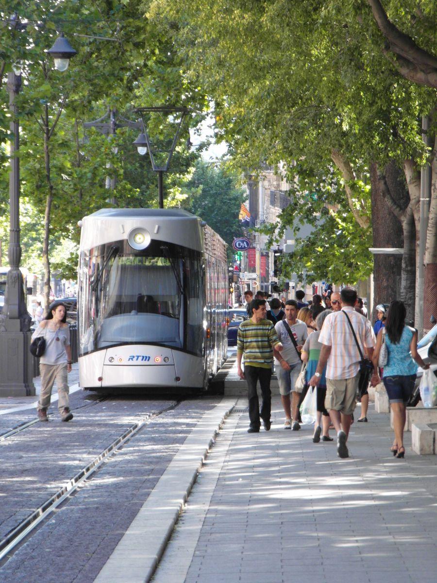 Marseiller Straßenbahn in Allee