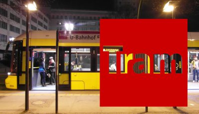 Berliner Straßenbahn an Haltestelle