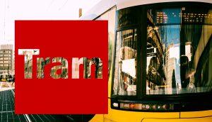 Berliner Flexity-Straßenbahn frontal